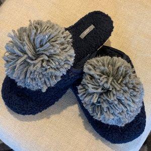 Aerie   Fuzzy Pom Pom Slippers - Size 7